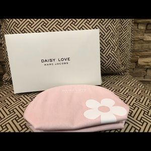 Daisy love Marc Jacob Makeup bag